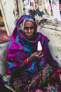 donna indiana costume tradizionale