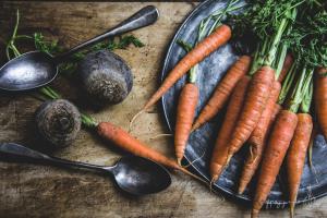 still life carote e barbabietole